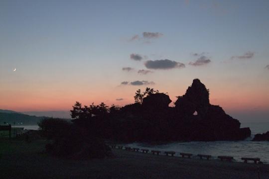 1105夕暮れの窓岩。.JPG