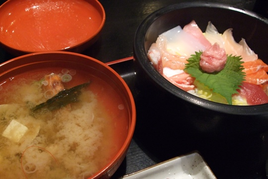 1106海鮮丼。.JPG