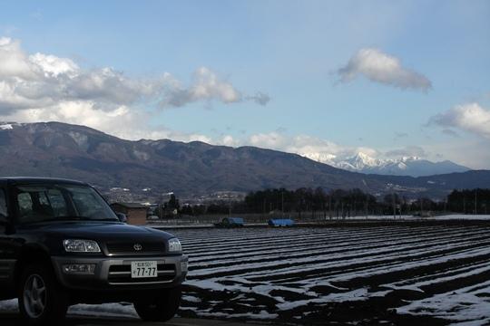 0103RAV4と八ヶ岳。.JPG
