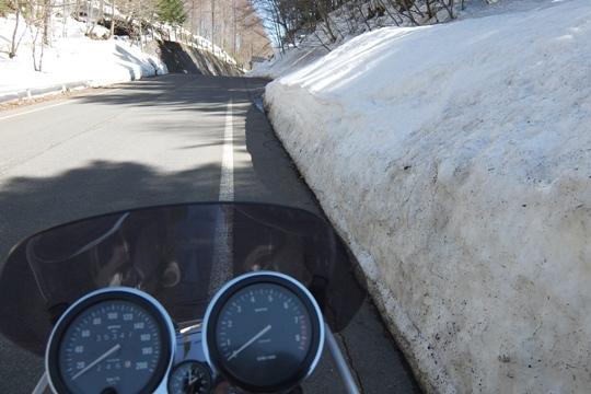 0402雪の壁。.JPG